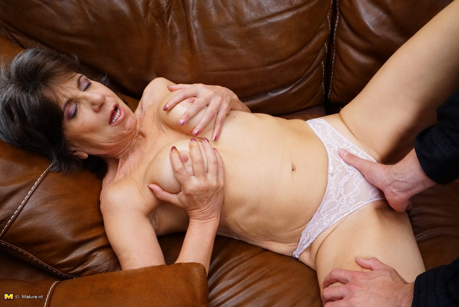 Naughty Adult Personals Beautiful older woman looking horny sex.