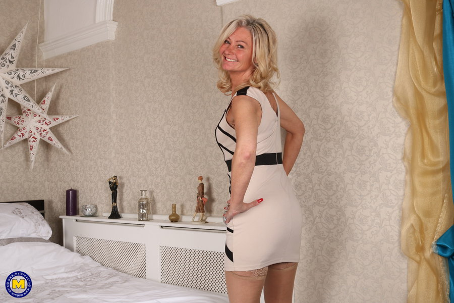 Mature women lingrerie galleries