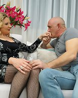 Naughty housewife Valentina has fun with her lover