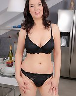 39 year old sexy brunette Fernanda Jerson spreads the kitchen
